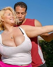 BBW MILF Samantha38G is a boxer who has two things; a lot of heart and a pair of huge tits. Brannon is a renowned retired boxer who is the best traine